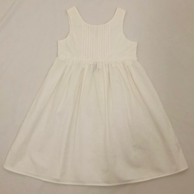 WHITE LINEN DRESS WITH APPLIQUE FLOWERS AND GREEN BOW