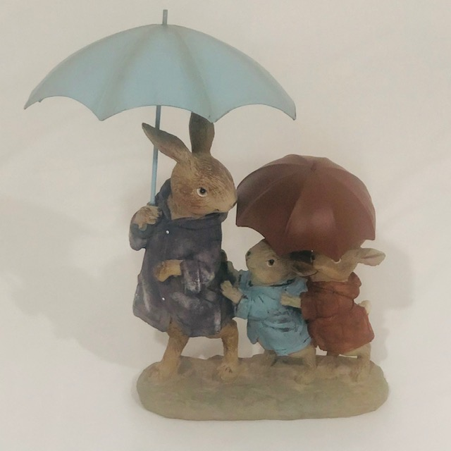 MOMMMY RABBIT WITH HER TWO KIDS AND UMBRELLA'S