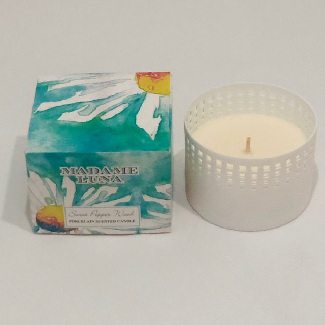PORCELAIN SWEET PEPPER WOOD SCENTED CANDLE