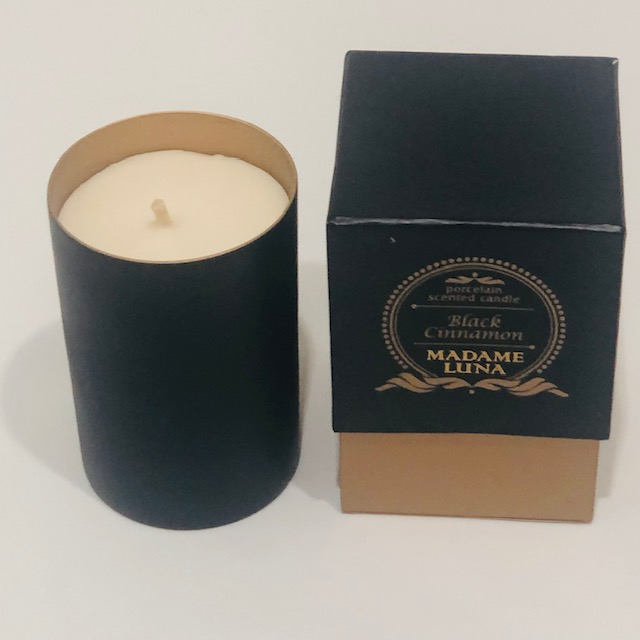 PORCELAIN BLACK CINNAMON SCENTED CANDLE