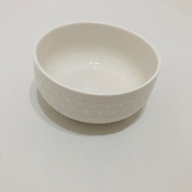 WHITE PORCELAIN PATTERNED SMALL BOWL