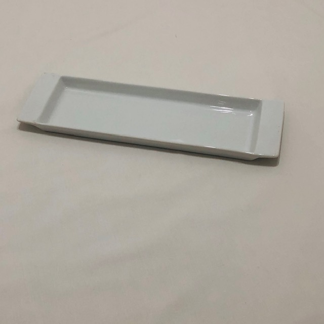 WHITE PORCELAIN RECTANGULAR SERVING PLATTER WITH LIP ON EITHER SIDE