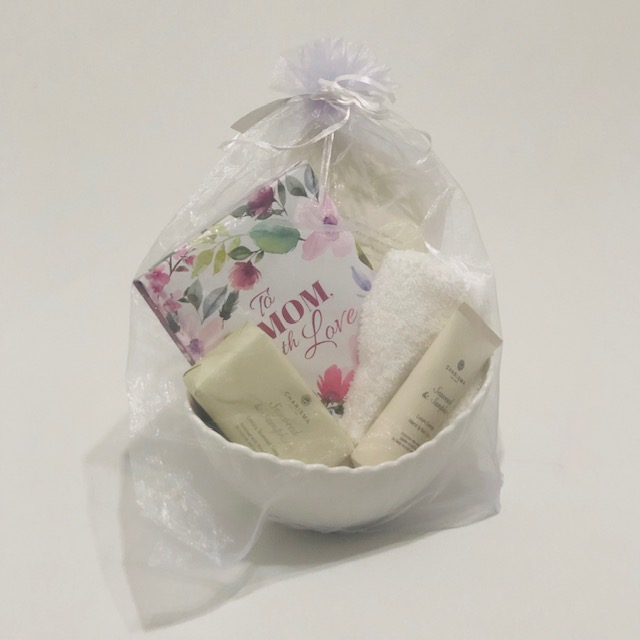 PORCELAIN RIBBED BOWL WITH 'TO MUM WITH LOVE' GOODIES