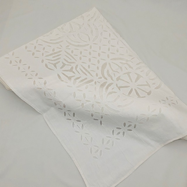HAND EMBROIDERED 100% COTTON LINED TABLE CLOTH